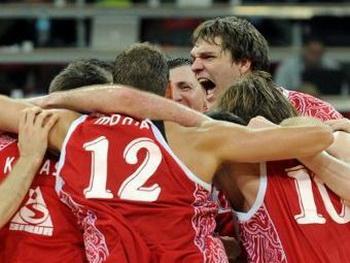 Сборная России  по баскетболу  празднует победу. Фото:  AFP/GettyImages