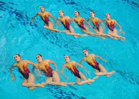 Синхронное плавание. Выступление в группах и в комбинациях на чемпионате Европы-2012. Синхронистки Швейцарии. Фоторепортаж из Эйндховена. Фото: Clive Rose/Getty Images