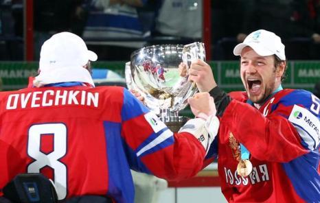 Хоккеисты России – чемпионы мира, празднуют победу. Фоторепортаж из Хельсинки. Фото: Martin Rose/Bongarts/Getty Images