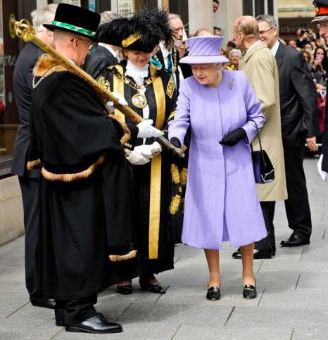 Королева Елизавета II посетила Exeter University в центре Мел Питер в Эксетере. Фоторепортаж. Фото: Arthur Edwards- WPA Pool/Getty Images