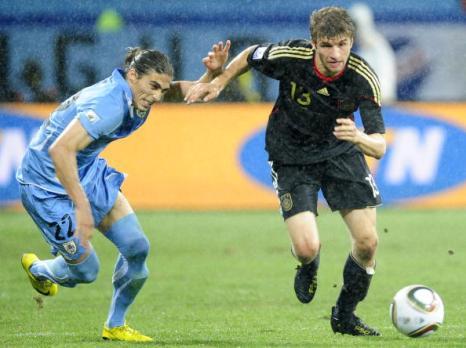 «Золотая бутса» в этом году досталась полузащитнику сборной Германии Томасу Мюллеру. Фото: JOHN MACDOUGALL/Getty Images