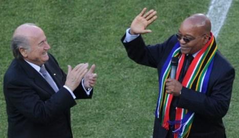 Президент ФИФА Зепп Блаттер (L), президент южной Африки Джакоб Зума (R). Фото: Alexander JOE /AFP/Getty Images