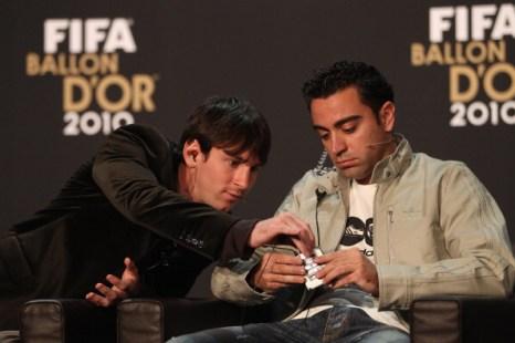 Месси получил Золотой мяч ФИФА, Моуринью признан лучшим тренером 2010 года. Фоторепортаж.  FABRICE COFFRINI, MICHAEL STEELE, FRANCK FIFE/AFP/Getty Images