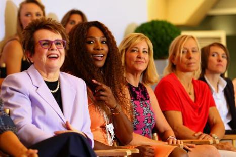 Основатель WTA Билли Джин Кинг, Серена Уильямс, Крис Эверт, Мартина Навратилова и Жюстин Энин на праздновании 40-летия WTA в Лондоне. Фото: Julian Finney/Getty Images