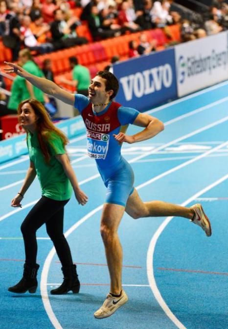 Александр Меньков принёс России 4 золотую медаль. Фото: JONATHAN NACKSTRAND/AFP/Getty Images
