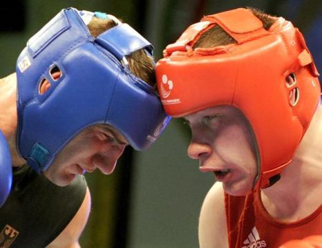 В категории более 91 килограмм победил Алексей Егоров в бою с немцем Эмиром Ахматовичем. Фото: VIKTOR DRACHEV/AFP/Getty Images