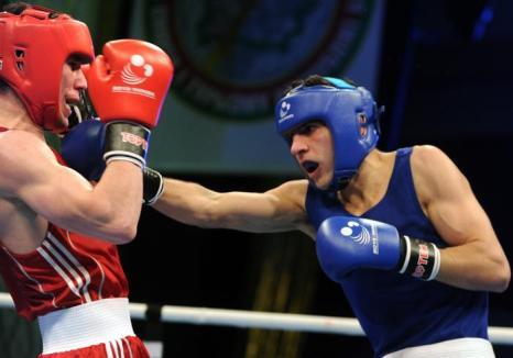 Армен Закарян стал победителем чемпионата Европы в категории до 64 килограмм, победив на ринге француза Ладжали Абделмалика (Ladjali Abdelmalik). Фото: VIKTOR DRACHEV/AFP/Getty Images