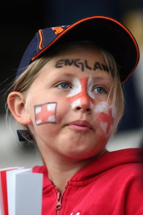 Болельщица на матче Россия-Англия второго тура отборочного этапа чемпионата Европы 2013 в Линчепинге (Швеция) 15 июля 2013 года. Фото: Christof Koepsel/Getty Images