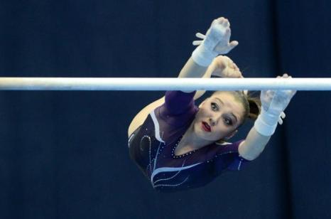 Алия Мустафина вышла в финал Чемпионата Европы по спортивной гимнастике. Фото: NATALIA KOLESNIKOVA/AFP/Getty Images
