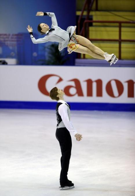Российские фигуристы Евгения Тарасова и Владимир Морозов на юниорском Чемпионате мира в Милане 27 февраля 2013 года. Фото: Claudio Villa/Getty Images