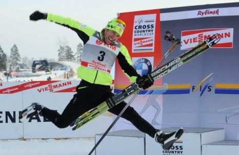 Золото досталось  Девону Кершоу  из  Канады. Фоторепортаж с соревнований лыжников в масс-старте  Кубка мира в Рыбинске. Фото: NATALIA KOLESNIKOVA/AFP/Getty Images