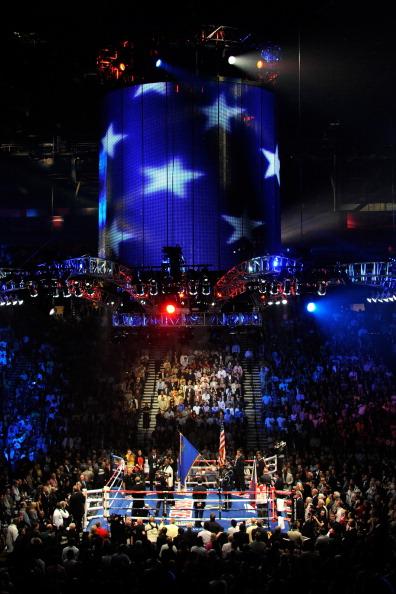 Фоторепортаж. Мэнни Пакьяо  в победил в Лас-Вегасе Шейна Мозли. Фоторепортаж с Garden Arena. Фото: Ethan Miller/GABRIEL BOUYS/AFP/Getty Images