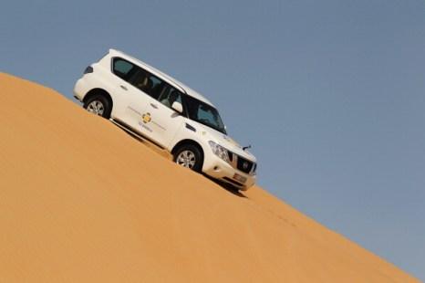Фоторепортаж о гонщике «Формулы-1» Марке Уэббере в песчаных дюнах Абу-Даби. Фото: Mark Thompson/Getty Images