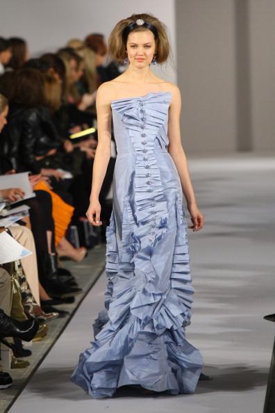 Платья в пол из коллекции Oscar de la Renta осень 2012 на Mercedes-Benz Fashion Week в Нью-Йорке. Фоторепортаж. Фото: Neilson Barnard/Getty Images