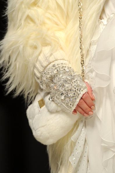 Аксессуары из коллекции от Bluegirl на показе моды в Милане. Фоторепортаж. Фото: Tullio M. Puglia/Getty Images