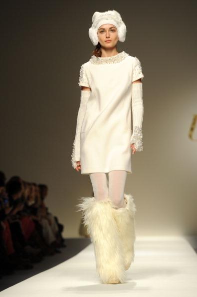 Пальто, пиджаки, платья из коллекции  от Bluegirl на показе моды в Милане. Фоторепортаж. Фото: Tullio M. Puglia/Getty Images