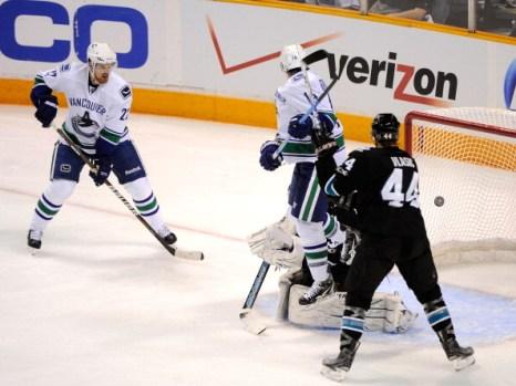 «Ванкувер» третий раз выиграл  у команды «Сан-Хосе» матч серии плей-офф . Фоторепортаж с матча. Фото: Harry How/Getty Images