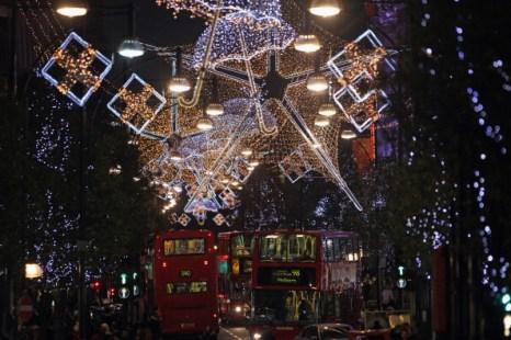 Рождественские огни, игрушки и украшения на ярмарках в Лондоне. Фото: Dan Kitwood/Getty Images