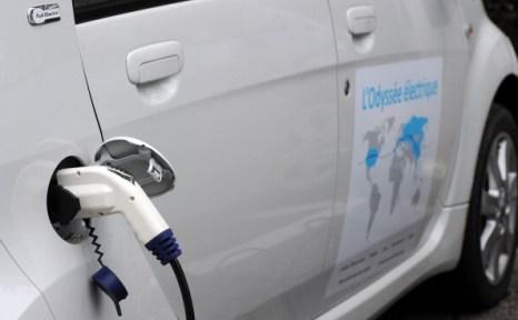 Электромобиль Citroen C-Zero отправится в путь по миру в феврале следующего года. Фото: PATRICK HERTZOG/AFP/Getty Images