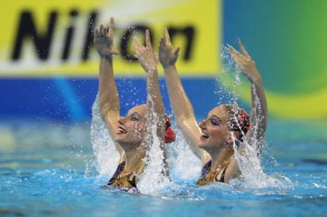 Ищенко и Ромашина завоевали золото в произвольной программе дуэтов на ЧМ-2011. Фото: Ezra Shaw/Getty Images