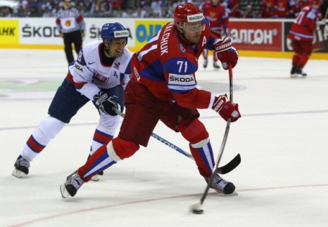 Фоторепортаж.  Сборная  России по хоккею выиграла у Словакии  со счетом 4:3. Фото: Martin Rose/Bongarts/Getty Images