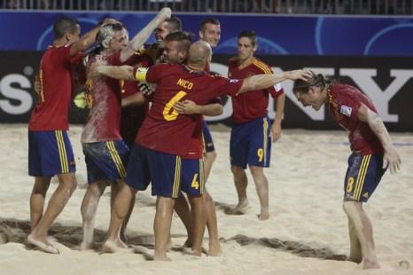 Россия вновь стала чемпионом мира по пляжному футболу. Фото: GREGORY BOISSY/AFP/Getty Images