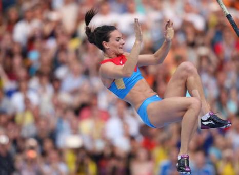 Елена Исимбаева стала трёхкратной чемпионкой, выиграв золото ЧМ в Москве. Фото: FRANCK FIFE/AFP/Getty Images