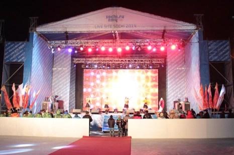 Концертная площадка на театральной площади. Фото: Александр Трушников/Великая Эпоха (The Epoch Times)
