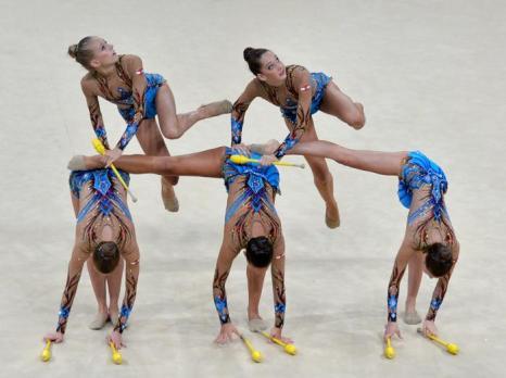 Выступление команды Австрии по художественной гимнастике на чемпионате мира в Киеве 31 августа 2013 года. Фото: SERGEI SUPINSKY/AFP/Getty Images