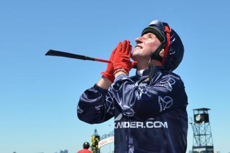 Конные скачки прошли 1 ноября 2013 года на арене Флемингтон в День дерби. Это один из трёх главных дней карнавала Кубка Мельбурна в Австралии. Фото: Vince Caligiuri/Getty Images