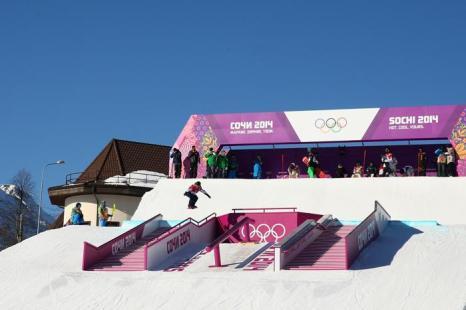 Тренировка сноубордистов по слоупстайлу на Розе Хутор в Сочи 5 февраля 2014 года. Фото: Cameron Spencer / Getty Images