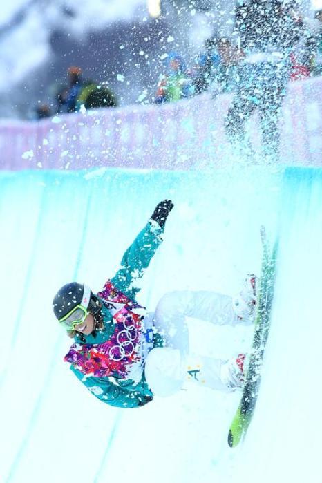 Австралийская сноубардистка Тора Брайт выступила в женском хайфпайпе в пятый день Олимпиады 2014 в Сочи. Фото: Mike Ehrmann/Getty Images