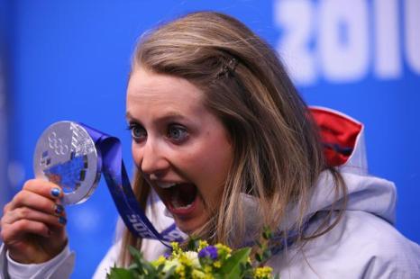 Норвежка Ингвилд Флугстад Остберг радуется серебряной медали в спринте в пятый день Олимпиады 2014 в Сочи. Фото: Robert Cianflone/Getty Images