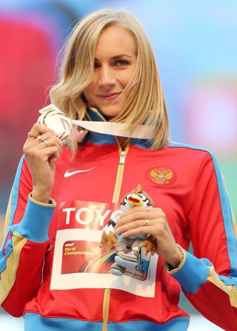 На московском стадионе «Лужники» 18 августа 2013 года прошла церемония награждения победителей чемпионата мира по прыжкам в высоту среди женщин. Фото: YURI KADOBNOV/AFP/Getty Images