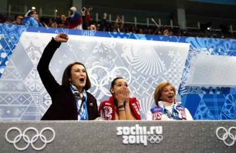 Аделина Сотникова исполняет короткую программу 19 февраля 2014 года На Олимпиаде в Сочи. Фото: ADRIAN DENNIS/AFP/Getty Images