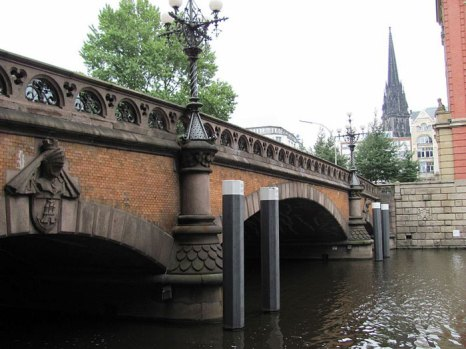 Мост Святого Духа (Heiligengeistbrucke) - шедевр средневекового зодчества. Фото: NordNordWest/commons.wikimedia.org