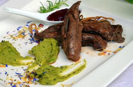 Мясо с соусом. Фото: Silar/commons.wikimedia.org
