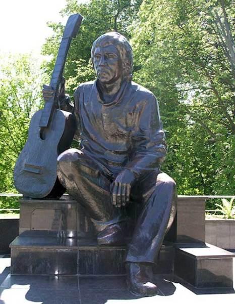 Памятник Владимиру Высоцкому в центральном парке Калининграда. Фото: Fastboy/commons.wikimedia.org