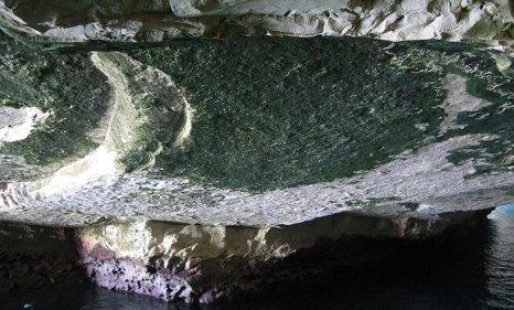 Внутри грота. Рош-ха-Никра — геологическое образование на севере Израиля, на границе с Ливаном. Фото: Cropbot/commons.wikimedia.org
