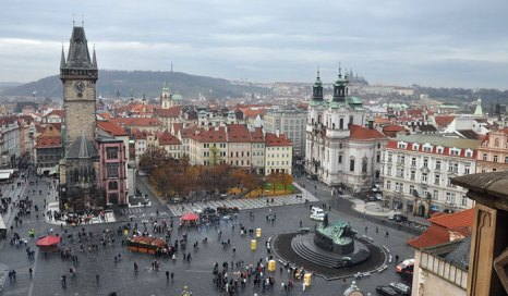 Староместская площадь — старинная площадь Праги, расположенная в историческом центре города (Старе Место). Площадь окружена городскими домами с фасадами различных архитектурных стилей: готического, ренессанса, барокко, рококо. Фото: Ben Skаla/commons.wikimedia.org