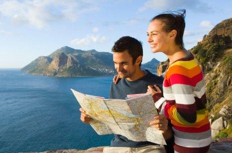 Карту местности нужно заранее детально изучить и держать при себе. Фото: Pixland/Photos.com