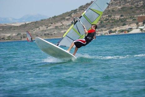 Виндсерфинг – идеальное занятие для людей, любящих море, солнце, путешествия и, конечно же, для тех, кому необходим выплеск адреналина! Фото: Svetlana Egorova/Photos.com