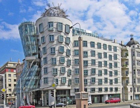 Танцующий дом в Праге - изюминка чешской столицы. Фото: Hans Peter Schaefer/commons.wikimedia.org