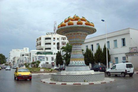 Набель является центром гончарного производства Туниса, что символизирует огромный глиняный кувшин перед железнодорожным вокзалом в центре города. Фото: AMOORANTI/flickr.com