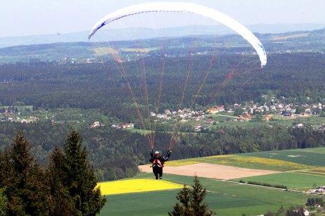 «Полет на параплане» — удивительный, захватывающий дух атракцион, для любителей активного отдыха и романтиков. Фото: Karelj/commons.wikimedia.org