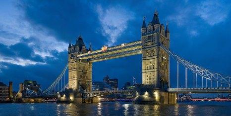 Тауэрский мост — разводной мост в центре Лондона над рекой Темзой, недалеко от Лондонского Тауэра. Фото: Diliff/commons.wikimedia.org