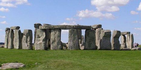 Стоунхендж — внесённое в список Всемирного наследия каменное мегалитическое сооружение (кромлех) в графстве Уилтшир (Англия). Один из самых знаменитых археологических памятников в мире. Фото: garethwiscombe/commons.wikimedia.org