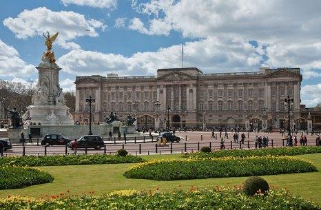 Букингемский дворец — официальная лондонская резиденция британских монархов (в настоящее время — королевы Елизаветы II).н. Фото: Diliff/commons.wikimedia.org