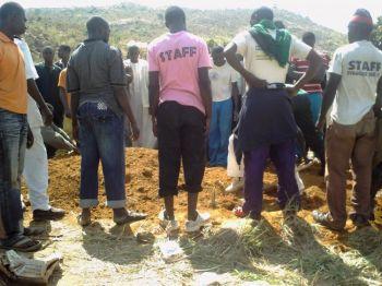 Члены мусульманской общины участвуют в похоронах после религиозных столкновений 6 января в Джос, столице штата Плато в Нигерии. Фото: Муртала Сани Хашим