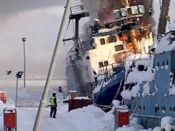Пожар на борту российского судна в порту Киркенес. Фото с сайта NRK